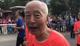 2017兰州国际马拉松 兰州84岁老爷子跑马拉松