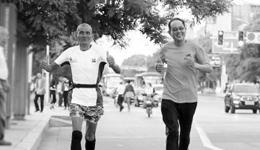 广东老人长途马拉松历程 汕头老人跑步51天到山东