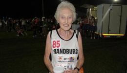 老年人半程马拉松最新记录 85岁老太完成半程马拉松