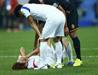 输掉比赛后韩国队员倒地痛哭