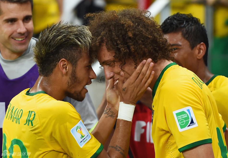 路易斯世界波J罗扳回一城 巴西2-1哥伦比亚