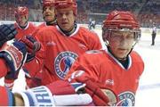 普京打冰球迎63岁生日 曾多次参加夜冰球联盟