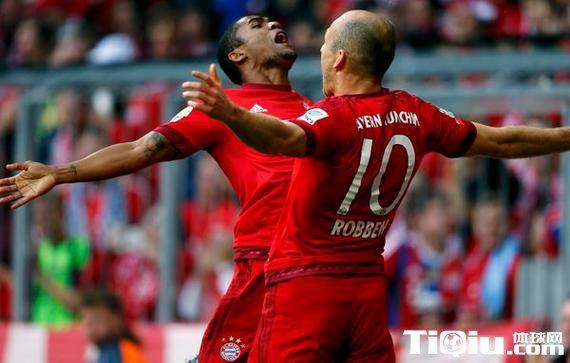 穆勒罗本破门巴德复出 拜仁4球横扫斯图加特