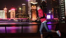 享受夜跑勿忘安全:戴耳机成头号隐患