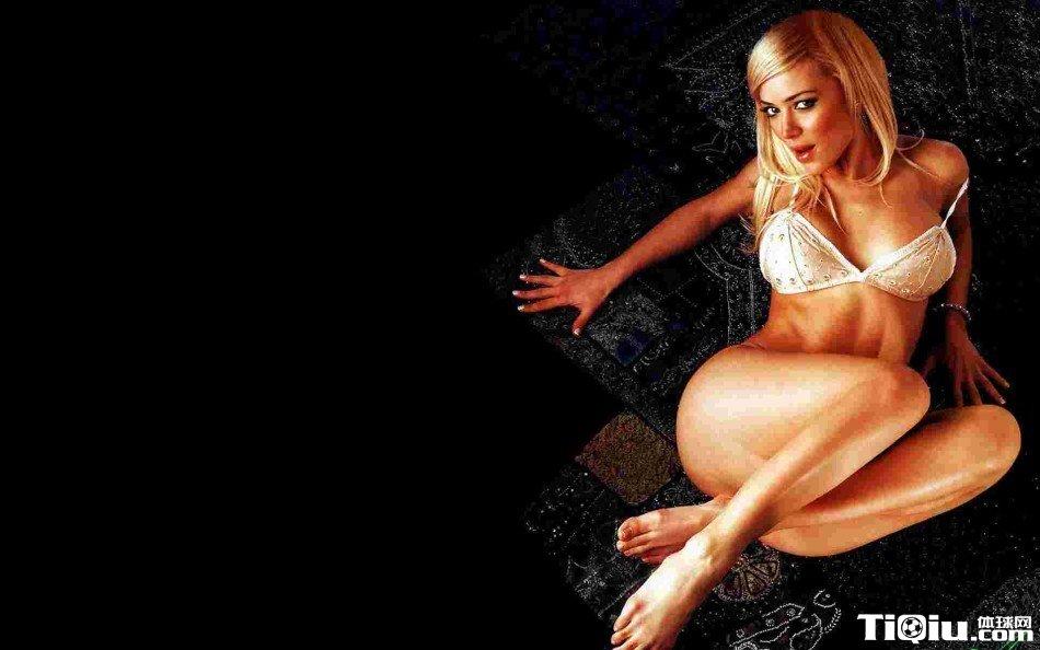 曼城悍将娇妻秀巨乳肥臀