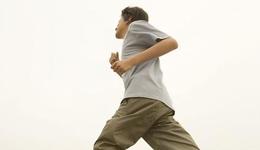 男博士朋友圈拼步数 每天长跑1小时导致尿血