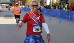 美国教师跑千场马拉松 把跑步带进课堂