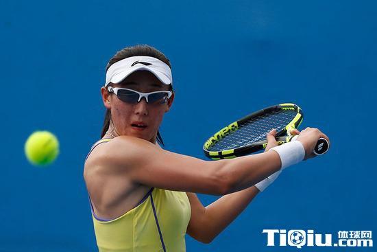 迪拜冠军赛女单第二轮 郑赛赛2-1战胜赫拉沃科娃