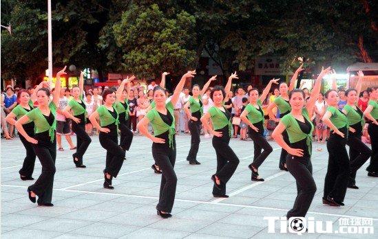 广场舞16步适合歌曲 广场舞16步跳恰恰示范