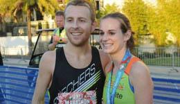 美国夫妇跑步结缘 获半马冠亚军改善拮据生活