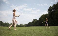 羽毛球运动热身不可少 热身打球可预防肩周炎