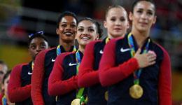 体操冠军道格拉斯被痛批 升国旗手放在背后被指不爱国
