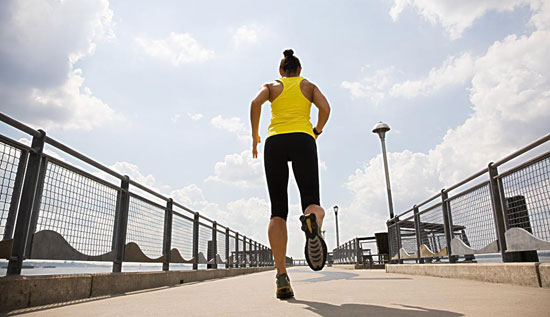 倒步走健身技巧 老年人不宜倒步走锻炼