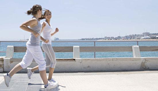 长距离步行有益身心健康 步行姿势与运动装备有讲究