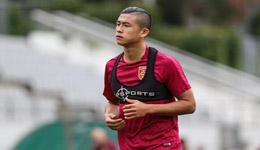 国足首尔第一堂训练课 众国脚苦练射门技术
