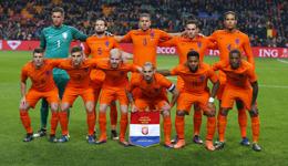 荷兰vs比利时热身赛 杨森遭撞击致脑震荡