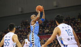 北京马布里还打 马布里有伤在身仍加练投篮