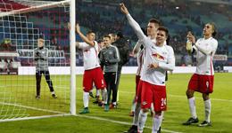 德甲积分榜头名霸气回击 梅西C罗又老又贵