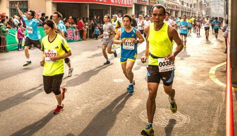 中长跑的技术要领有哪些 遵循先慢后快的比赛策略