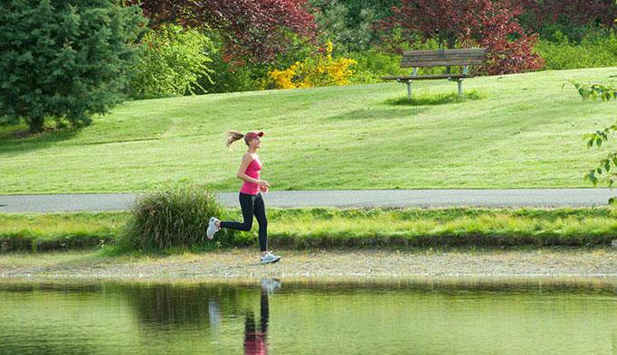 慢跑的正确姿势与要领 慢跑腿部动作与呼吸技巧