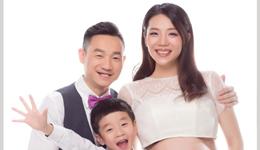 杨威自曝二胎为双胞胎 杨威妻子杨云挺肚出镜