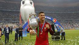 c罗梅西谁厉害 C罗碾压梅西再夺环球最佳