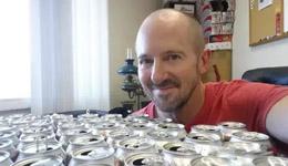 红牛饮料不能多喝 男子喝下25罐红牛的下场