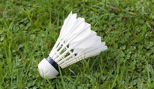 怎样让羽毛球更耐打 如何修复羽毛球才好