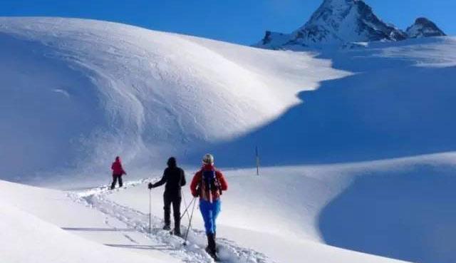雪地徒步技巧指南 雪中行如何节省体力