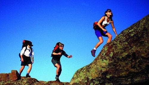 徒步登山注意事项 上下坡陡坡下滑技巧