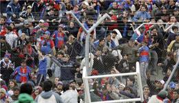 阿根廷球迷冲突 阿根廷球员被球迷群殴致死