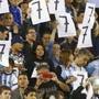 阿根廷球迷冲突 阿根廷球迷嘲笑巴西1比7负于德国