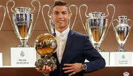 C罗获国际足联金球奖 C罗力压梅西生涯第四次夺魁