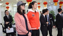 惠若琪张常宁最新消息 女排队员现场交车仪式