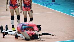 惠若琪在比赛现场给张常宁人工呼吸