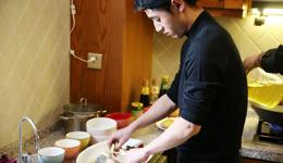张继科大秀厨艺 网友称赞其上的赛场下的厨房