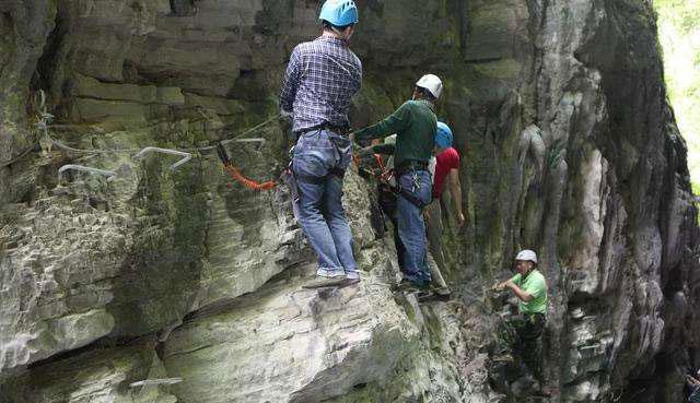 户外绳结技术指导 攀登环打结的方法