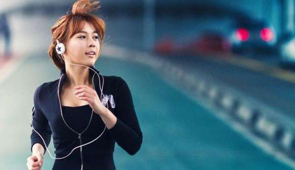 跑步时听音乐好吗 跑步听歌注意事项