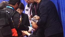 乒乓球亚锦赛现场日本选手球拍脱手砸伤中国女裁判
