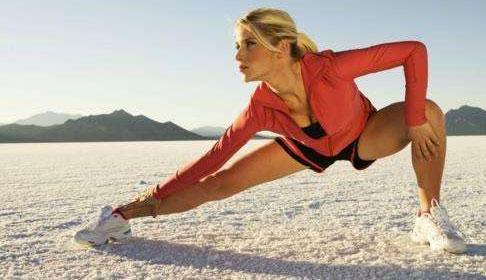 跑步前拉伸还是跑步后 跑步拉伸运动注意事项