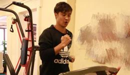 田亮阳光运动健身 田亮晾晒健身房锻炼照片