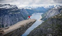 国外户外极限运动视频合集九 挪威攀登最困难的巨石
