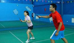 羽毛球技巧双打右场区接发球 教打羽毛球教学视频