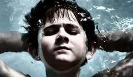 游泳漂浮站立的小技巧 初学者游泳技巧教学