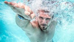 游泳转头换气的小技巧 初学者游泳技巧教学