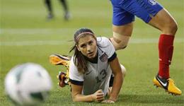 爆笑体育女子花式足球高清视频 女子足球出糗搞笑瞬间合集