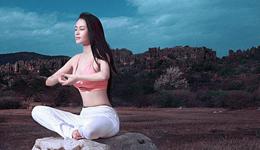 印度变态柔术训练视频 国外艺术体操训练撕腿视频