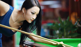 台球女神潘晓婷中杆打法 台球初级技巧教学视频