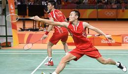 羽毛球双打进攻取位要领 教打羽毛球教学视频