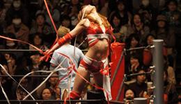 日本女子摔跤比赛高清照片 日本女子摔跤撕光内衣照片